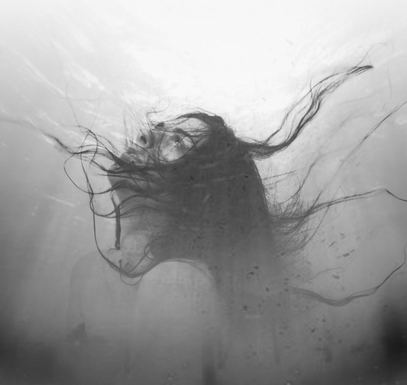 drowning_in_my_life_s_pain_by_griefy-d59n3gf