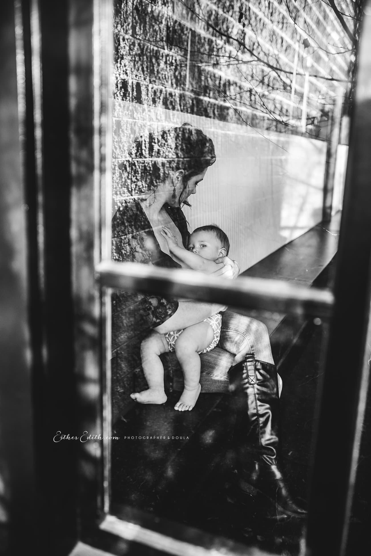 x-Esther-Edith-Spokane-Birth-Photographer-and-Doula-Breastfeeding-Motherhood-photography-siblings-indoors-nursing-public-photos-14